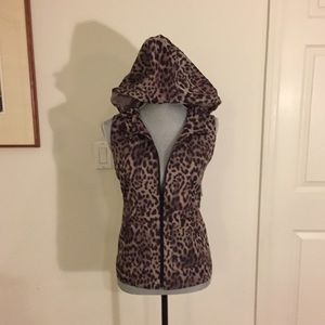 VINCE CAMUTO - Leopard Print Hooded Cargo Vest